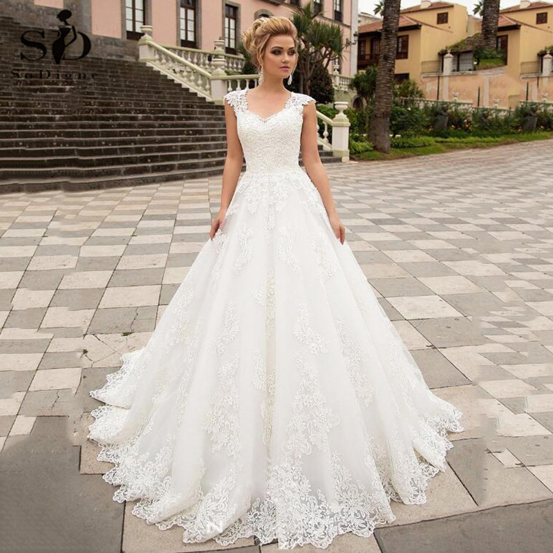 Luxury Ball Gown White Wedding Dress With Lace Appliques V-neck Tulle Lace Up Bespoke Bridal Dress Robe De Mariee