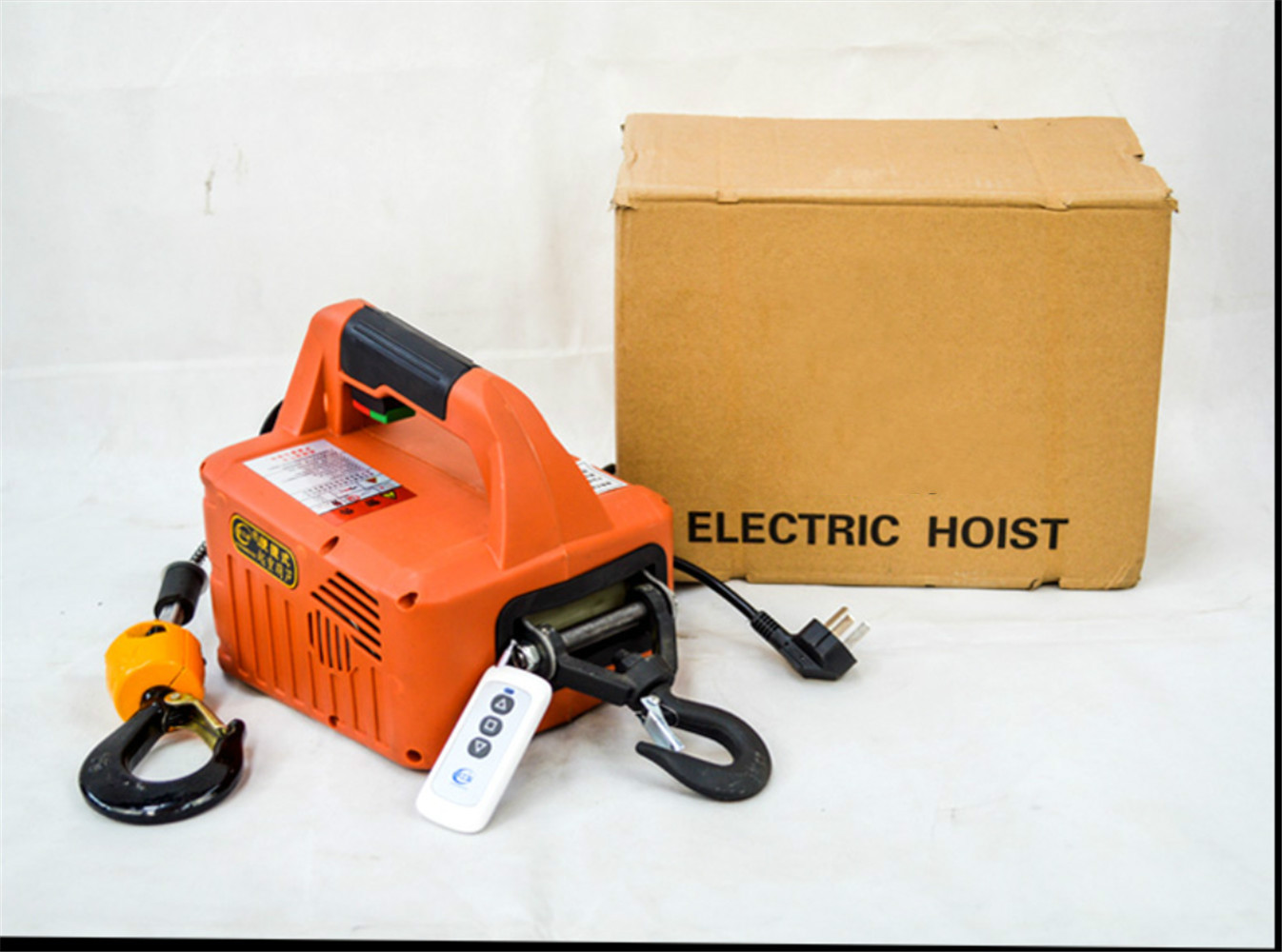 220V Portable Electric Winch 500KGX7.6M 200x19M With Wireless Remote Controller Winch Traction Block Electric Hoist Windlass
