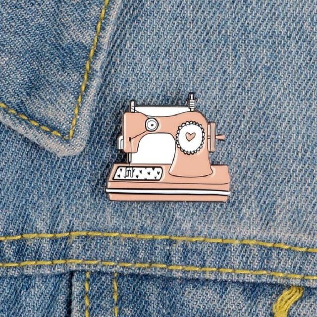 Pink Collection Enamel Pins Cartoon Recorder Typewriter Piano Lipstick Brooches Denim Shirt Backpack Gift For Friends Kids Women 5