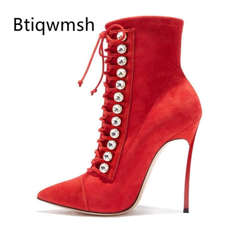 Ayakk.'ten Ayak Bileği Çizmeler'de 2019 Taklidi Kırmızı Süet yarım çizmeler Kadın Sivri Burun Lace Up Metal Yüksek Topuk Ayakkabı Kadın Seksi parti ayakkabıları'da  Grup 1