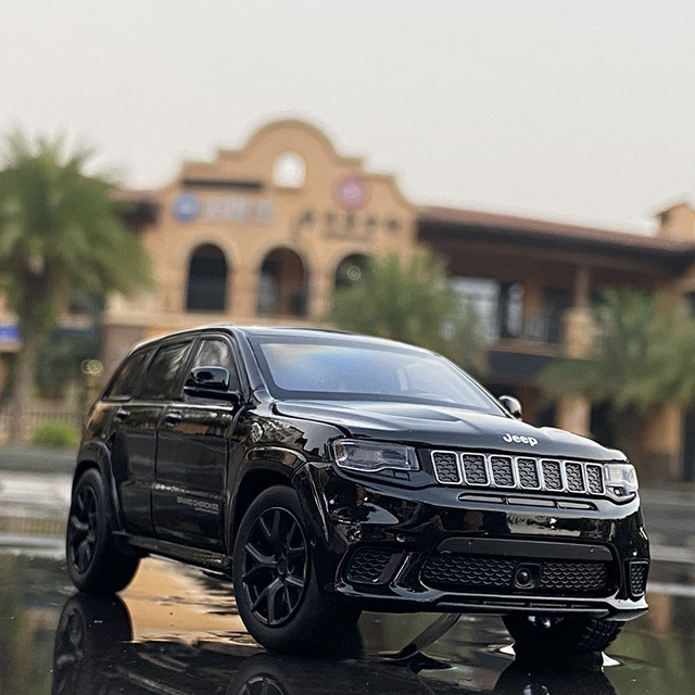 New 1: 32 Alloy Car JEEPS-SRT Grand Cherokee Classic Car Steering Shock Absorber Sound And Light Toy Car Boy Gifts Car model 1