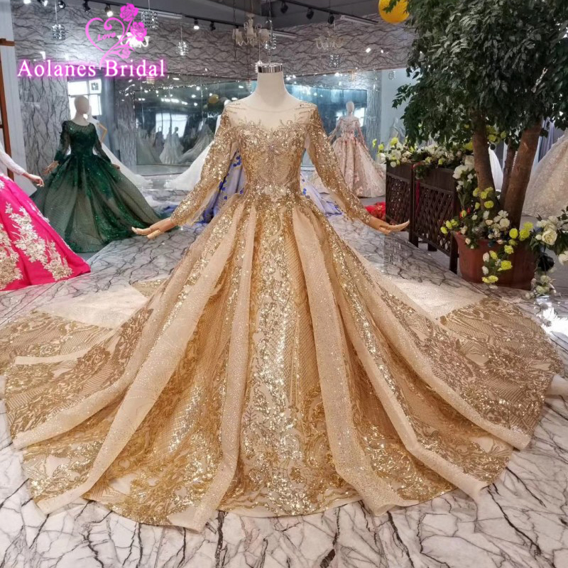 2019 Boat Neck Lace Up Gold Lace Wedding Dress New Custom Pattern Chapel Train Saudi Arabia Elegant Long Sleeves Bridal Gowns