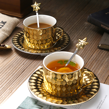 Luxury Court Style Gold Coffee Mug with Tray Spoon Tasse Tazas Scented Tea Ceramic Cup Cafe Xicara Teacup Koffie Kopjes Bekers