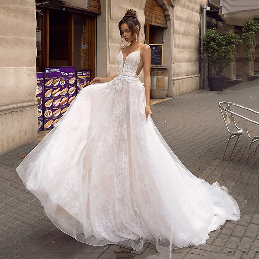 A Line Backless Wedding Dress Sexy Spaghetti Straps Bridal Dress 3D Lace Flowers Fairy Beach Wedding Dresses