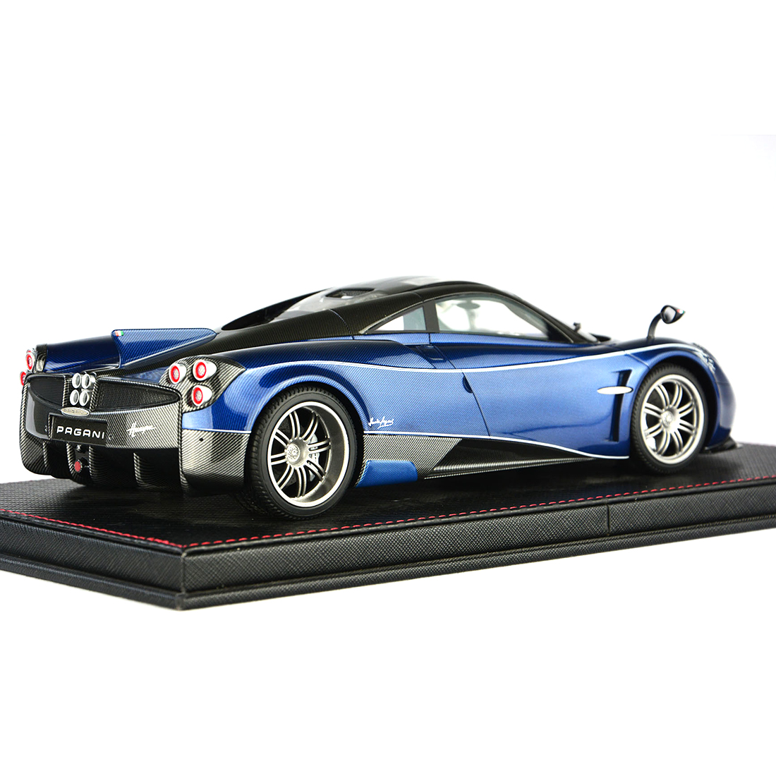 1:18 Car Model Pagani HUAYRA Model Collection Decor With Base Dust Cover Model Educational Toy Blue/Charcoal Grey/Purple Red - 3