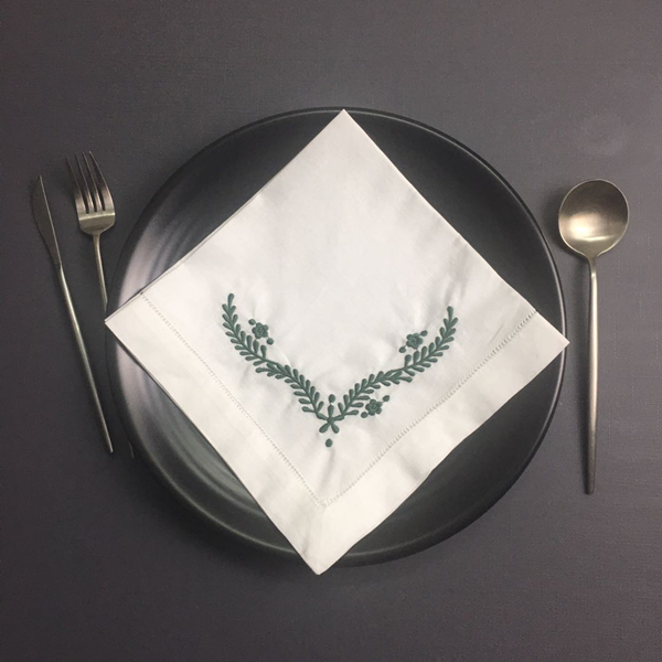 Set Of 12 Fashion Ninner Napkins White Hemstitched Linen Table Napkin With Green Color Embroidered Floral 18x18-inch