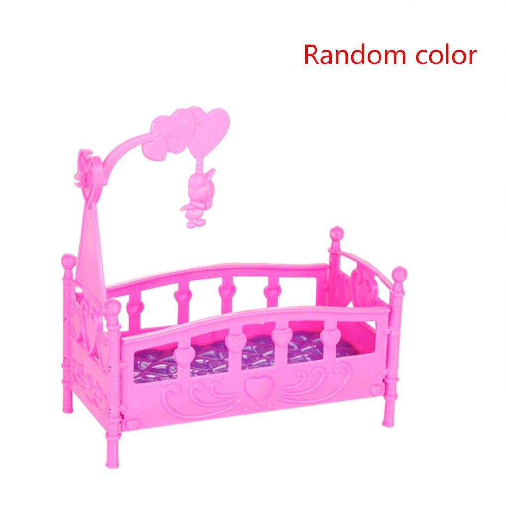 Heißer Verkauf 1PC Mini Wiege Bett Puppe Haus Spielzeug Möbel Puppenhaus Zubehör Kunststoff Miniatur Mädchen Spielzeug Zufällige Farbe