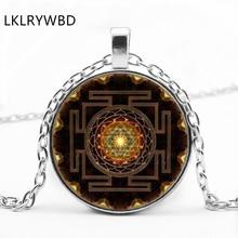 LKLRYWBD / Vintage Sacred Sri Lanka Yantra Round Glass Pendant Necklace Jewelry цена