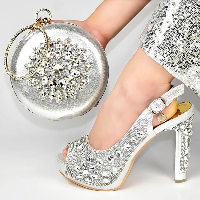 Chaussures et sac design italien pour assortir les chaussures avec un sac ensemble de chaussures et de sacs de couleur argentée pour la fête chez les femmes chaussures et sac nigérians