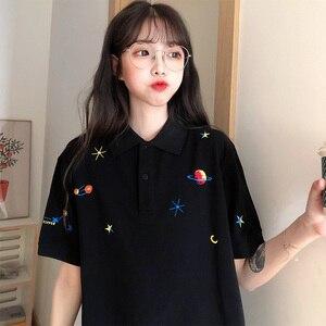 Image 2 - Kadın işlemeli üstleri yaka aşağı kore Polo kısa kollu T shirt T Shirt grafik baskı Tees gömlek büyük boy moda şık