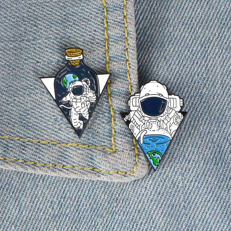 นักบินอวกาศขวด Lapel Pins Little Baby โซดาแฟชั่นเข็มกลัดป้ายกระเป๋าเป้สะพายหลัง Enamel Pins ของขวัญเครื่องประดับสำหรับ Aerospace แฟน