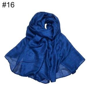 Image 2 - Panie muzułmański hidżab gorąca sprzedaż jedwabne szale kobiety shalws w jednolitym kolorze gładka okłady pałąk Pure color chustka długi tłumik 10 sztuk/partia