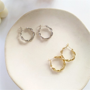 South Korea 2019 C shape deformation geometry golden metal retro geometric earrings pendant earrings girls wedding gift