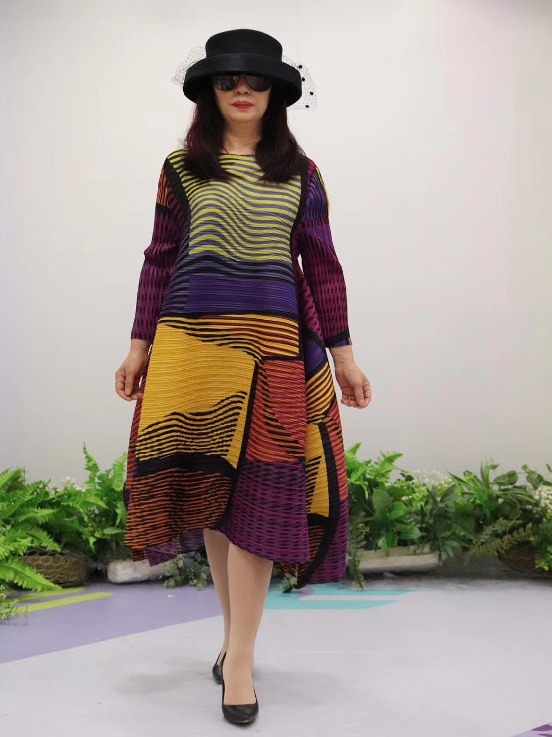 HOT SELLING Miyake Fold fashion stripe print o neck Nine points sleeve big A Line dress IN STOCK - 4
