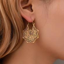 Vintage metal Carved court hollowed-out flower earrings Bohemian national wind earrings for women holiday jewelry national wind alloy jewelry round stone earrings