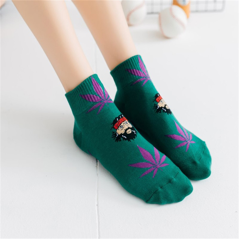 New Short Socks Cotton Maple Leaf Sports Socks Summer Couple Models Leisure Invisible Socks Personality Trend Skateboard Socks