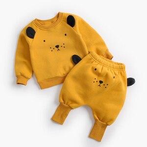 Image 3 - דוב מנהיג תינוק קובע חדש חורף יילוד תינוק בגדי חליפות מקרית Cartoon פנדה סוודר + מכנסיים 2pc ילדים תלבושות