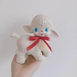 16cm klasyczne jagnięce figurki urocza owca zabawki Briquedo owca dziewczyna słodkie serce ozdoba prezent Kawaii lalka