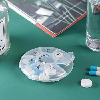 Mini przenośne plastikowe opakowanie na leki różne gniazda rozróżniają różne pojemniki na leki pojemnik na witaminy pudełeczko na lekarstwa tanie i dobre opinie Liplasting CN (pochodzenie) JE232694 Ekologiczne 15-20 sztuk cukierków alps Nowoczesne Błyszczący ROUND Biżuteria 9*9*2cm