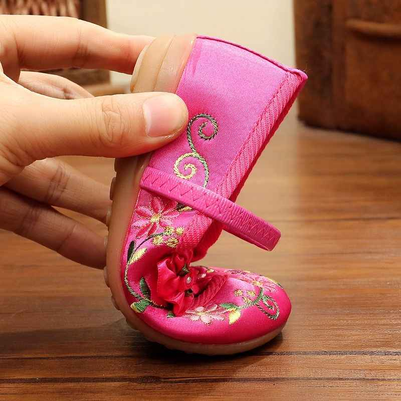 2019 חדש הגעה ילדי אופנה בציר סיני רקמת ילדים של נעלי כותנה בד בד פרח נסיכת נעלי בנות