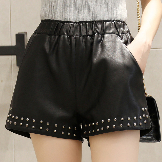 Women PU Leather shorts 2018 Autumn Winter Fashion Rivet short elastic waist casual wide leg shorts feminino cintura SexeMara 2