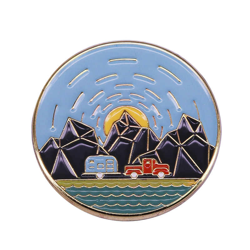 Avventura all'aria aperta dello smalto pin retro car e caravan viaggio happy camper deserto explorer regalo