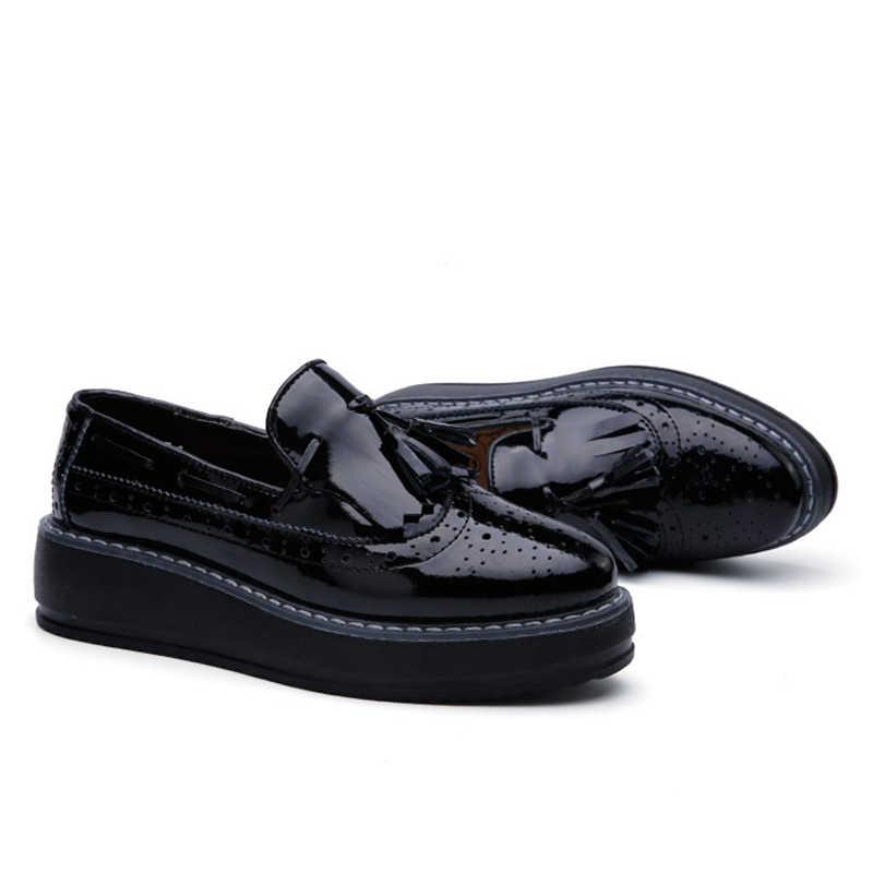 Kilobili kadın oxfords Flats platform ayakkabılar Patent deri püskül Slip-on sivri sarmaşık siyah Brogue mokasen bayan daireler