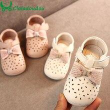 Claladoudou/11,5-15,5 см; кожаная обувь для маленьких девочек; цвет розовый, бежевый; мягкая весенне-Осенняя детская обувь с кружевным бантом для младенцев