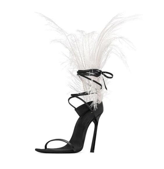 Модная обувь с перьями; красивые черные босоножки с острым носком на меху; женская обувь со шнуровкой для подиума; обувь на высоком каблуке с вырезами; обувь в гладиаторском стиле - 4