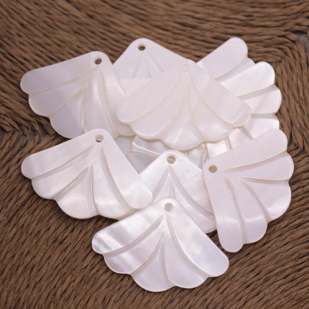Купить с кэшбэком 10 PCS 25mmX35mm Fan Shape Flower Shell White Mother of Pearl Top Hole Loose Beads
