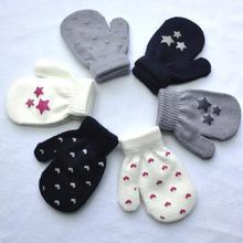 SANWOOD/1 пара зимних милых антицарапки для новорожденных, Хлопковые вязаные варежки с принтом звезды и сердца для малышей