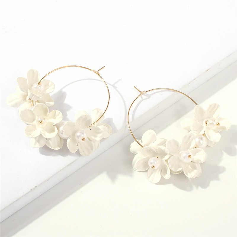 KOMi เกาหลีแฟชั่นอินเทรนด์ต่างหูสีสันน่ารักดอกไม้ Pearl ผ้าไม่ทอวงกลมขนาดใหญ่ต่างหูผู้หญิงของขวัญ i0344