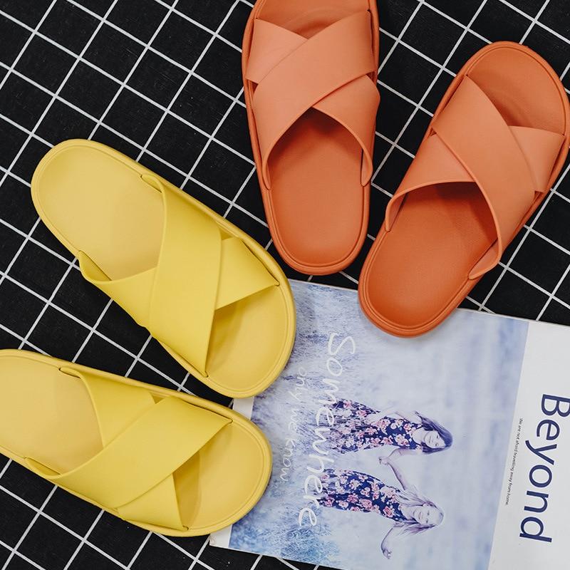Par de zapatillas de verano para interior para el hogar suave y grueso suela suave liso baño antideslizante ducha zapatos dama calzado para hombres Zapatillas de piel