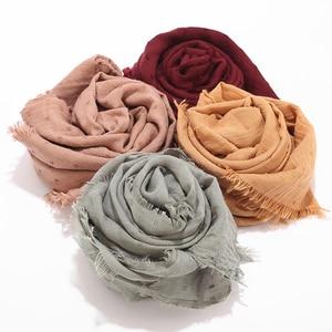 Image 4 - 新デザインの女性イスラム教徒無地綿ヒジャーブスカーフファッションヘッドスカーフソリッドヘッドラップ女性パシュミナロングスカーフブランドの