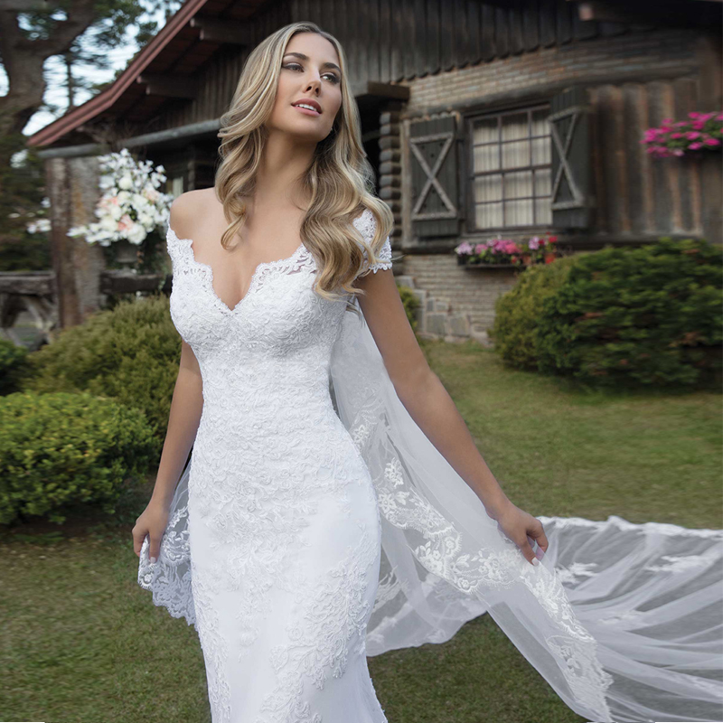 Glamorous V- Neck Off The Shoulder Short Sleeves Lace Appliques With Button Mermaid Bridal Gown Vestidos De Noiva
