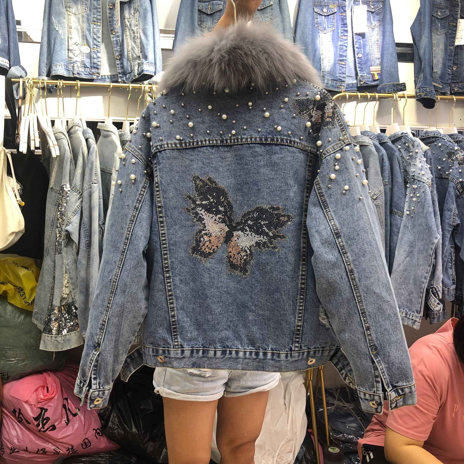 2019 Autumn and Winter Real Collar Denim Jacket  Thickened Warm Coat Woman Beads Butterfly Detachable Liner Jeans Coat Outwear