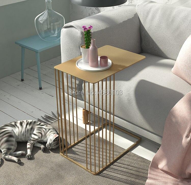 Luxo ouro criativo ferro forjado mesa de centro moderno e minimalista pequeno quarto mesa cabeceira sofá canto lateral