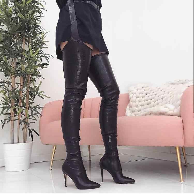 Deisgners/черные кожаные сапоги до бедра; женская обувь на высоком каблуке 10 см с острым носком; женская обувь на молнии сбоку; женская обувь с ремешком на талии; Новинка
