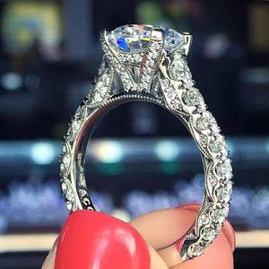 Image 1 - Huitan nowy zaprojektowane klasyczne 4 pazury cyrkonia wysokiej jakości olśniewający ślub ceremonia ślubna kobiety pierścień szlachetna biżuteria