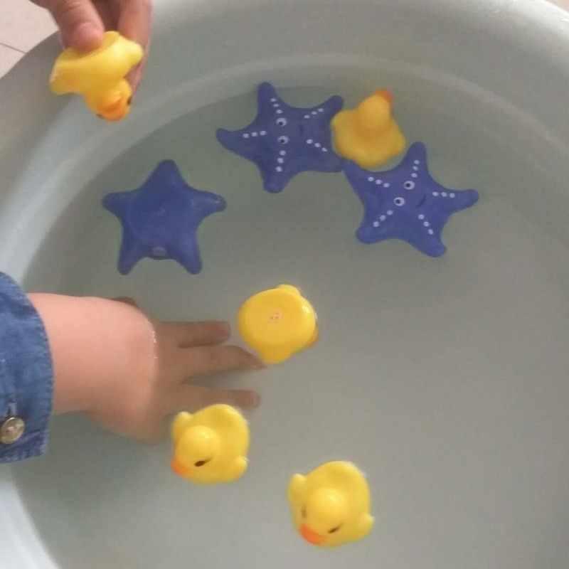 4PCS תינוק אמבטיה צעצועים לילדים צעצועי מים רך גומי ברווז צעצועי תינוק חורק ברווז כוכב ים צעצועי צף מים צעצועי YP06