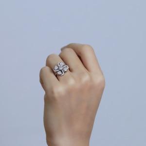 Image 3 - Transgems 18 18K ホワイトゴールド花の形センター 0.5ct F 色モアッサナイトの婚約指輪女性のためのアクセントと日常着
