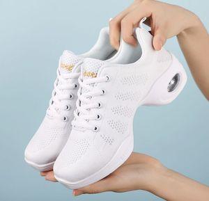 Image 5 - Baskets aérées en maille pour femmes, chaussures de Sport plates, à la mode, danse du printemps 2020, décontracté