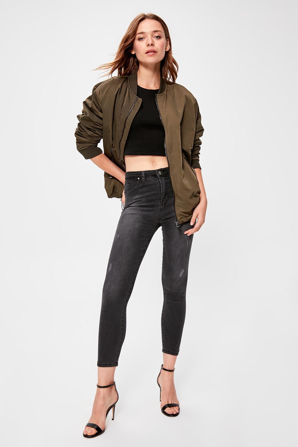 Trendyol Black Yıpratmalı Normal Waist Skinny Jeans TWOAW20JE0227