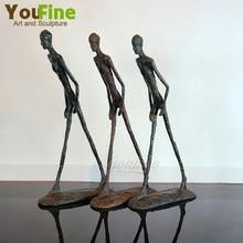 Homem andando estátua escultura por giacometti bronze réplica vintage collectible estatueta decoração de casa decoração interior ornamento