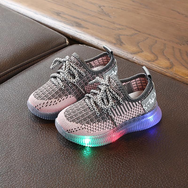 2020 Fashion Glowing Sneakers Led Shoes For Kids Light Up Sneakers For Boys Sneakers With Glowing Soles Schoenen Met Lichtjes