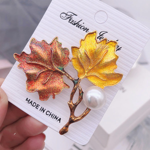 1Pc Maple Leaf Brooch Metal Vintage Women Elegant Fashion Flower Collar Lapel Pin Wedding Corsage Jewelry Garment Accessories