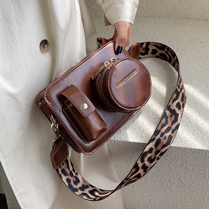 Vintage Camera Shape Women Shoulder Bags Designer Wide Leopard Straps Shoulder Bags Luxury Pu Leather Crossbody Bag Chic Purses