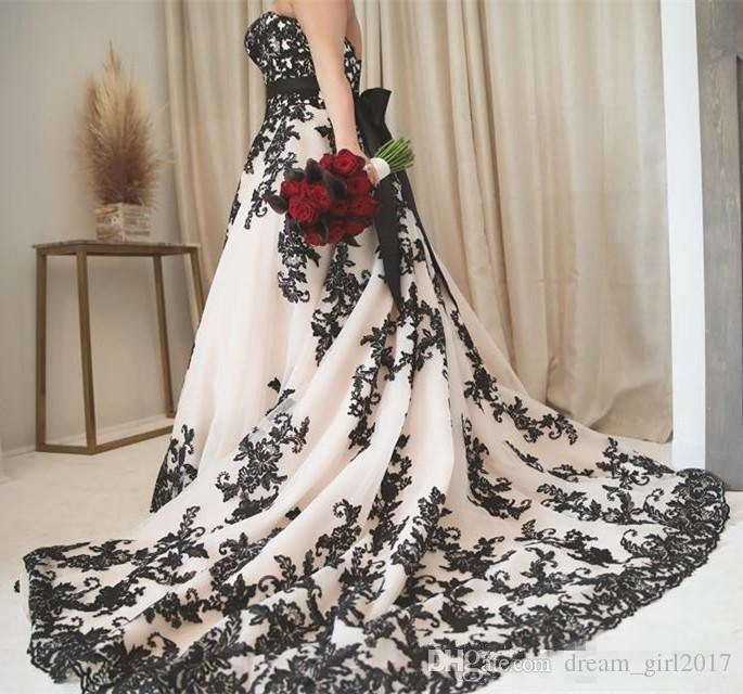Vintage Gothic Black And White Wedding Dresses 2020 Plus Size Strapless Sweep Train Corset Country Western Cowgirl Wedding Gown