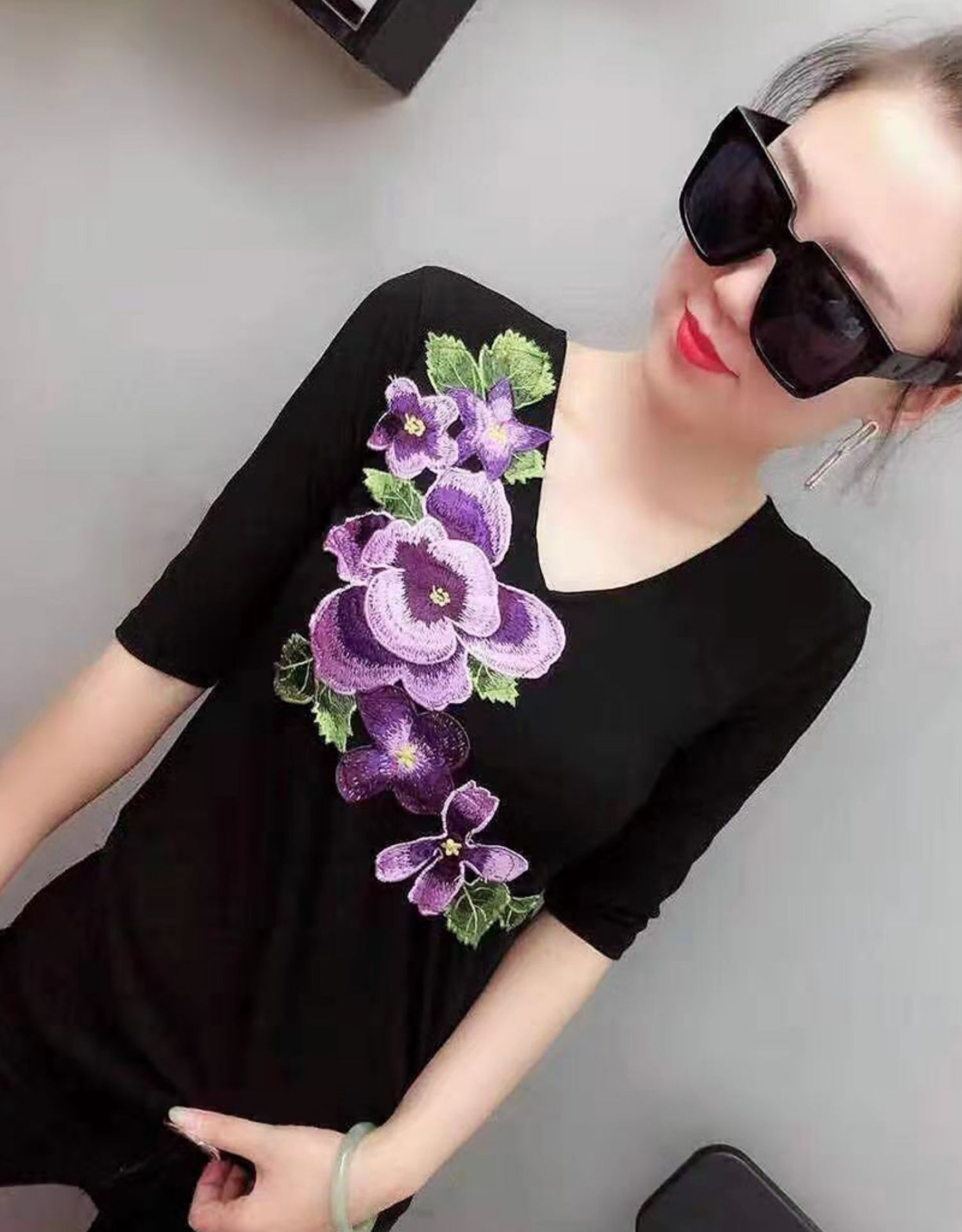 2018 Spring Half Sleeve Stand Collar Flower Embroidery Cotton T-shirts Women Fashion Body Strechy Cotton T-shirts Flower Tops