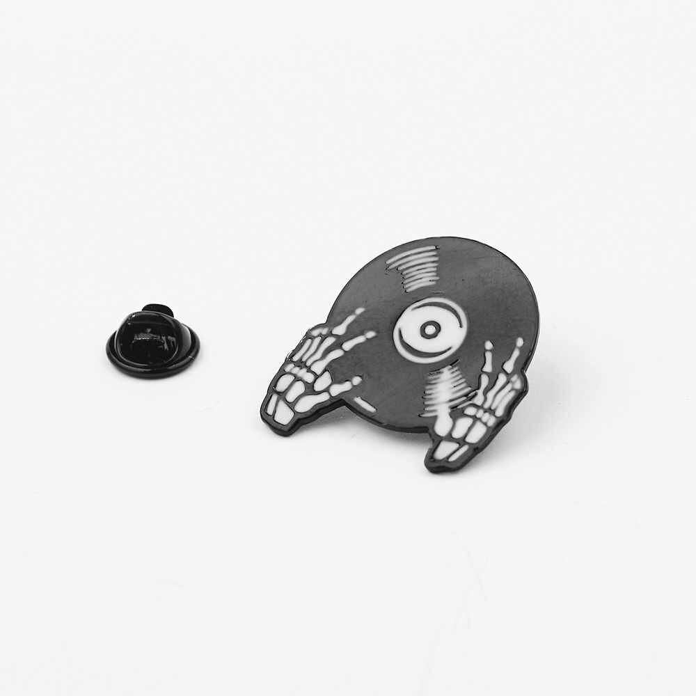 Fita de áudio série disco preto esmalte broche de pino do punk gótico do crânio camisa de lapela pin jóias acessórios para saco de mão das mulheres homens presentes